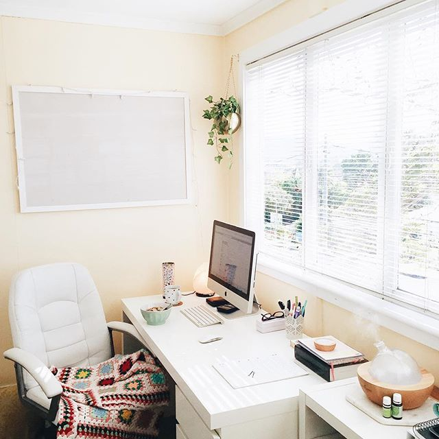 In the office this morning! ☀️ Kitchen is clean, baby is napping - time for mama to have some tea and breakfast and catch up on emails and my spark & seed tasks for the day! 🙌🏻 Also - lemon myrtle + lime in the diffuser! 🍋💚 try it - it's the perfect happy and fresh morning blend!!! ✨