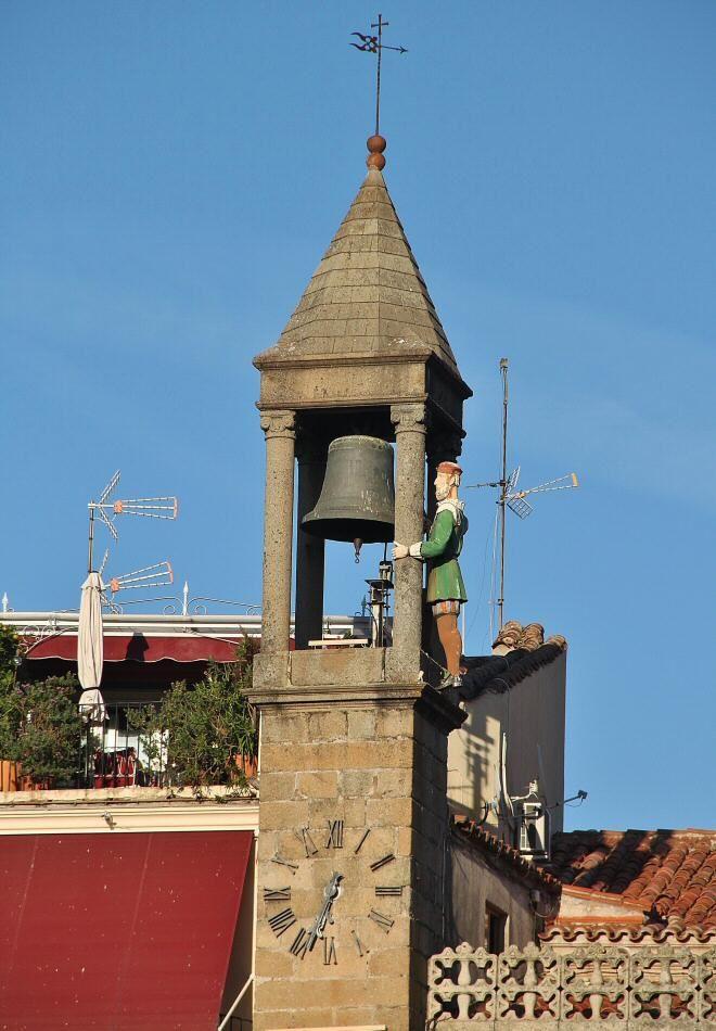 Abuelo Mayorga en la plaza Mayor de Plasencia