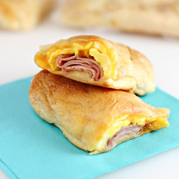 Cheesy Ham & Egg Roll Ups are an easy road trip breakfast idea that you can make-ahead. Make them the night before and enjoy on-the-go or in the car.