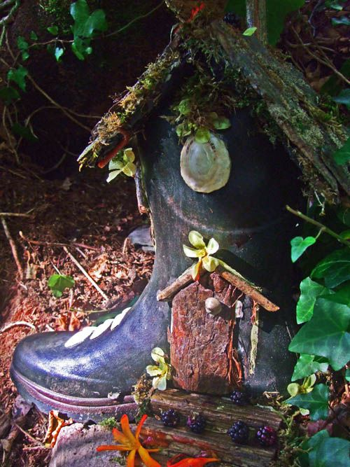 Yet another recycled rain boot that makes a perfect fairy garden home. Living in a boot...