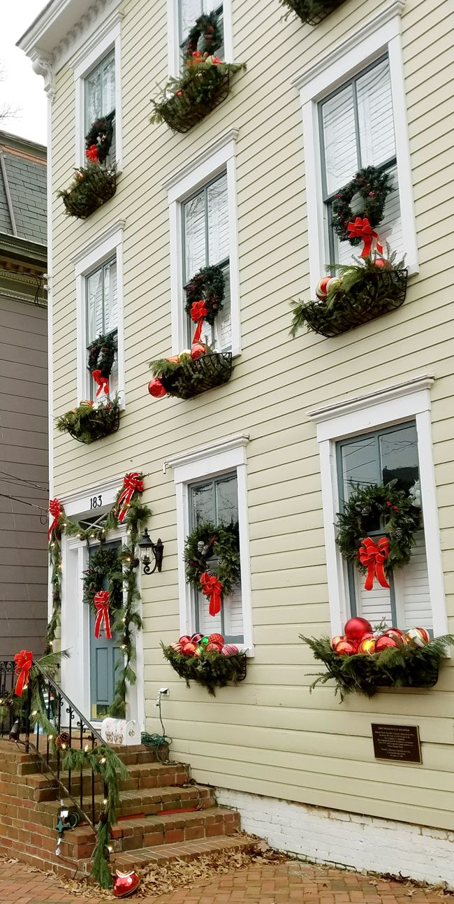 Garage door christmas decorations - A Visit To Annapolis Md