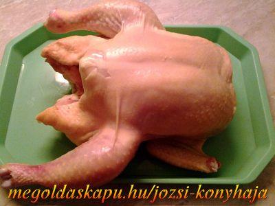 1.) Egyszerű csirkepörköltök http://megoldaskapu.hu/csirke-receptek/egyszeru-csirkeporkolt