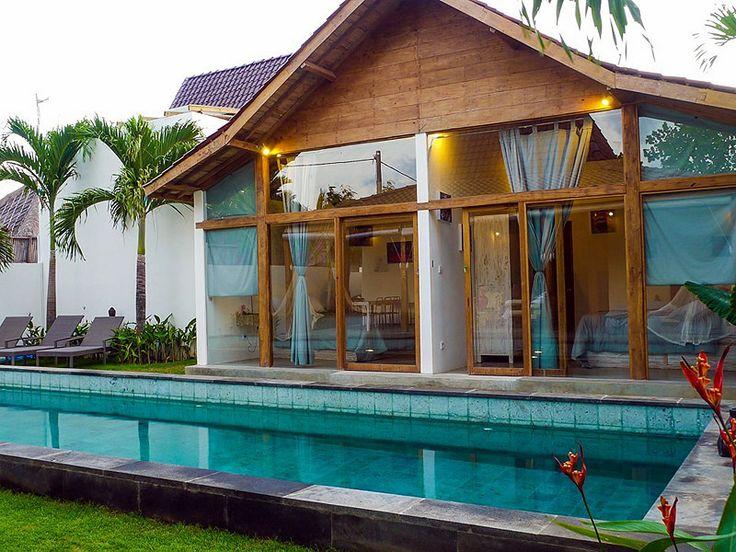 #Chambres à l'architecture #Balinaise , les pieds dans l'eau.