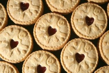 Jammie Dodgers (Clone) Biscuit Sandwich | DianasDesserts.com // Jammie Dodger recipe for Americans trying to do a Doctor Who party