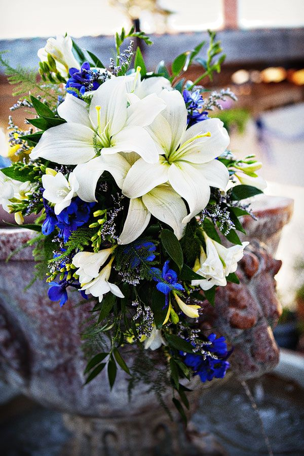 Wedding Aisle Marker: The combination of white and dark blue is amazing. So pretty.