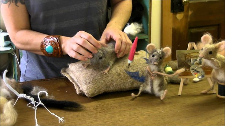 Sara Renzulli will show you how to add the eyes to your mouse and how to make great mouse-like ears. Please visit sarafinafiberart.com to see more videos, sh...