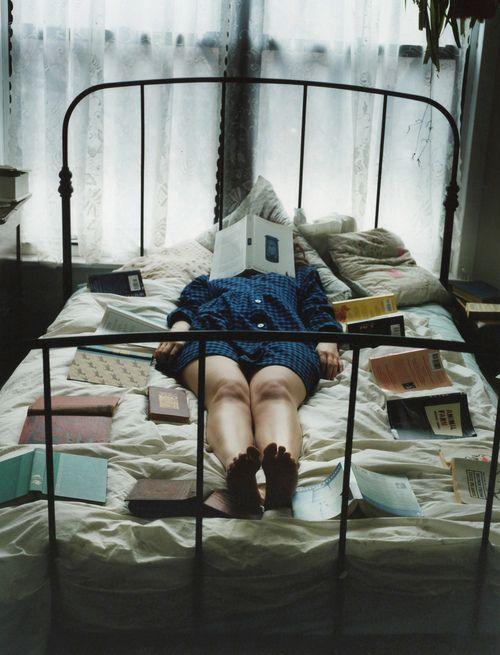 """""""Une heure de lecture est le souverain remède contre les dégoûts de la vie."""" Montesquieu"""
