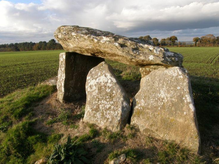 Le dolmen de Men Gouarec à Plaudren, Morbihan