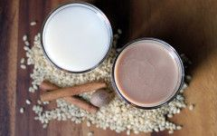 Recepty na domácí rostlinná mléka