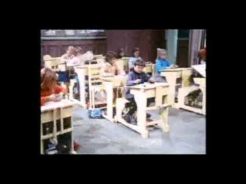 ▶ Pippi Langkous - Pippi Naar School (Dutch) - YouTube