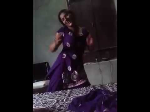 HOT INDIAN DESI BHABHI DANCE IN HER ROOM