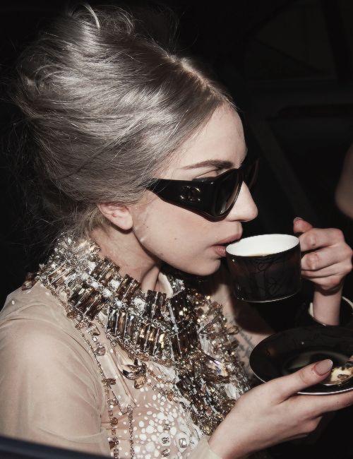 60 Celebrities Who Don't Drink Alcohol - Harper's BAZAAR