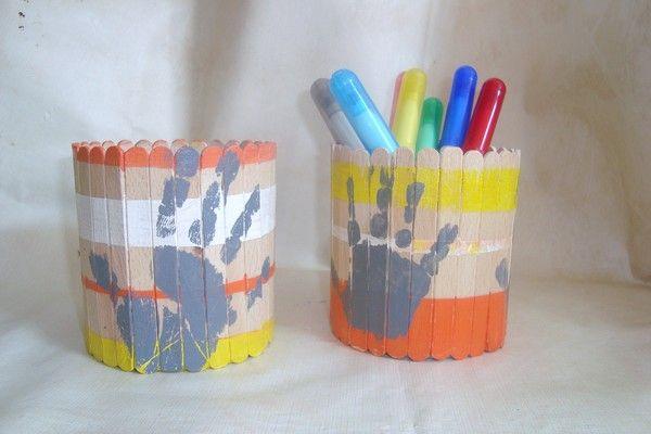 pot à crayons (conserve + bâtonnets)