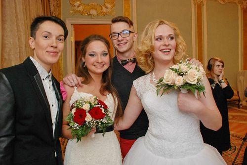 Rusia celebra el primer matrimonio gay