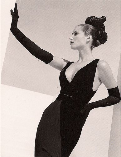 1995. Model Christy Turlington in Valentino. Photo by Herb Ritts (B1952-2002)