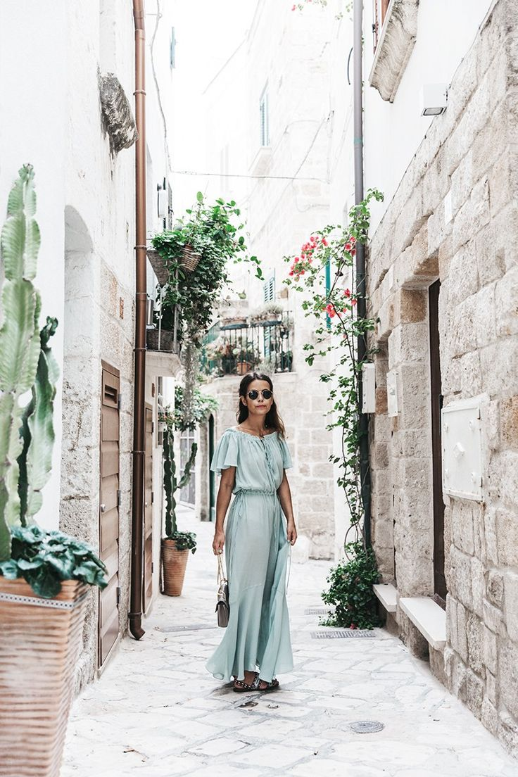Vestido/Dress: Zara Sandalias/Sandals: Maje, HERE Bolso/Bag: Chloé, HERE Collar/Necklace: María Pascual, HERE Gafas/Sunnies: Ray-Ban, HERE Polignano_A_Mare-Guerlain-Beauty_Road_Trip-Long_Dress-Chole_Bag-Outfit-Street_Style-Italy-9