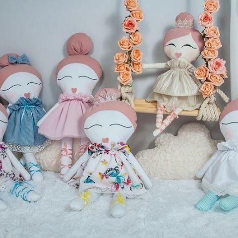 No to zaczynamy.... Kochani wszystkie lale i poduszki wykonane są z najwieksza…