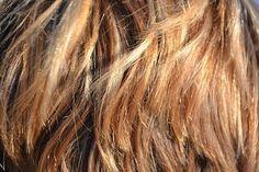 Con miele, uova e olio si possono preparare ottime maschere per capelli di ogni tipo: secchi o grassi, sfibrati o con doppie punte, le proprietà di questi ingredienti renderanno i capelli forti, nutriti e morbidi.