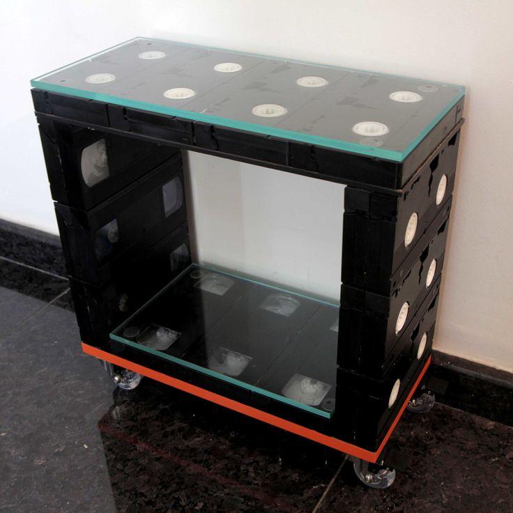 Meio Cubo, ou nicho, ou Mini-Bar VHS <br>Duas lâminas de vidro 8mm <br>Posso entregar na Grande São Paulo, por favor consulte.