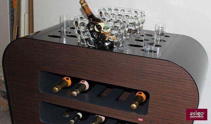 Carrello #portabottiglie #vino Esigo per la #degustazione e il #servizio del vino Versione Black & Wengè - Modern #design #wine trolley for wine service and degustation Black & Wengè Version