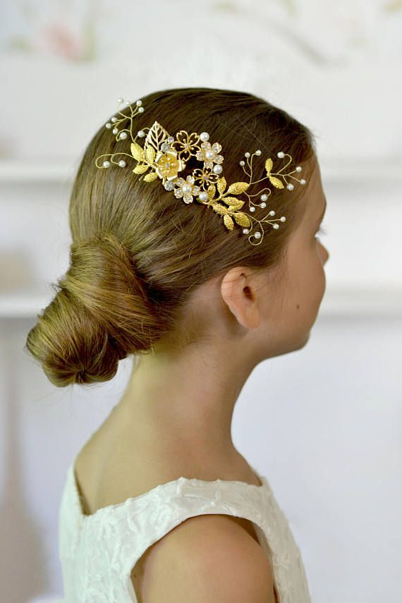 Wedding comb Gold flowers hair comb pearl vines hair back Bridal head piece gold leaves hair comb exquisite Ready to ship This is exquisite comb for hair style. And it will be perfect complement to the elegant look of the bride. materials: - metal flower - pearls - crystals - wire gold - metal comb - love Headpiece is in the gift box. Thank you for visiting Please visit my other items. I hope you will find something special and beautiful https://www.etsy.com/shop/Vual...