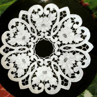 ... de Richelieu Embroidery sur