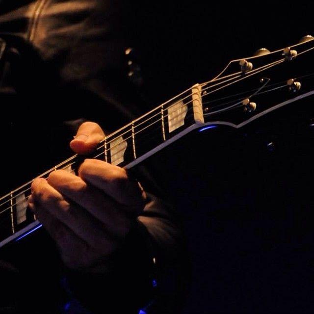"""""""Detalle Saúl Hernández #caifanes #music #música #concert #concierto #envivo #live #liveonstage #livestage #set #músico #musiclovers #leadsinger…"""""""