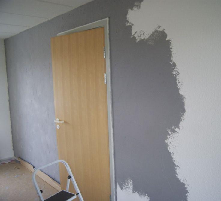 Hej søde læsere. Jeg får virkelig, virkelig mange spørgsmål angående vores lækre væg i stuen, og derfor tænkte jeg, at det var en god kombination at besvare jeres spørgsmål og et DIY inspiration-indlæg.I dette indlæg er fokus én afvores nye lækre KABE Copenhagen vægge - denne v�....