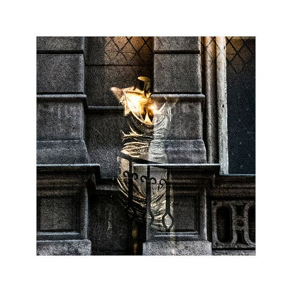 Fine art photography / Window shopping / Luxury / Fashion / Lifestyle / Urban photography / Golden