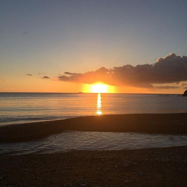 【manami.koume】さんのInstagramをピンしています。 《#cloud#雲#sky#空#sea#海#sunset#夕日#AmamiーOshima#奄美大島》