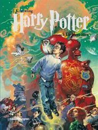 """Harry Potter och de vises sten - J.K. Rowling """"Föräldralöse Harry Potter bor hos sina elaka styvföräldrar och deras vidrige son. En helt ny värld öppnar sig för Harry när det visar sig att han egentligen är en trollkarl och börjar Hogwarts Skola för Häxkonster och Trolldom, en värld full av magi och spännande äventyr!"""""""