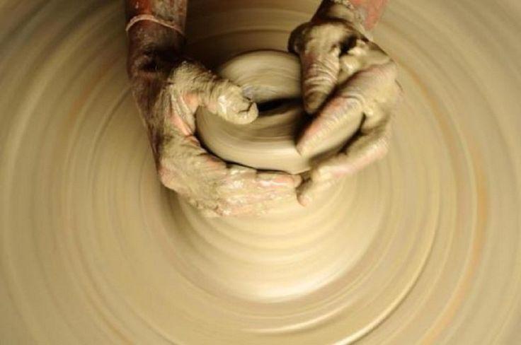 """""""Nu pot Eu să fac cu voi ca olarul acesta, ... ? – zice Domnul. Iată, cum este lutul în mâna olarului aşa sunteţi voi în mâna Mea, ... !Ieremia 18:6 Pentru ca vasul să ajungă unul de cinste trebuie..."""