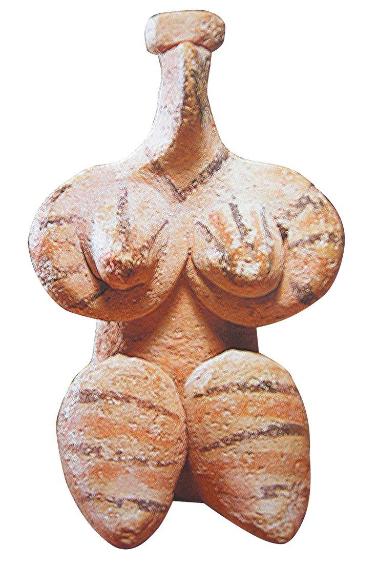 'Terracotta female figurine, Halaf, 6th millennium BC, 8.8 cm. (Bavarian State Archaeological Collection, Munich) | Syria's other toll: cultural gems stolen, looted, destroyed' http://www.pinterest.com/Arragorn7/v%C3%A9nus-goddess/