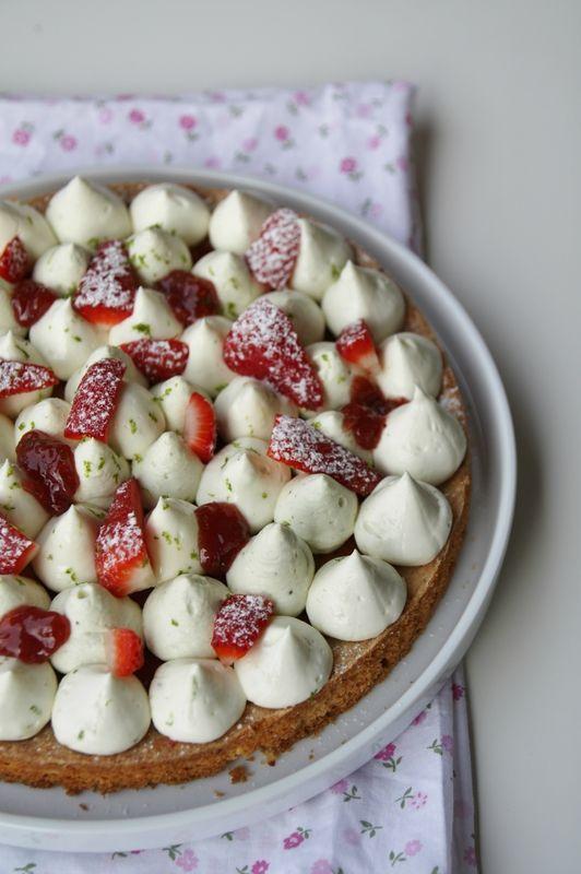 Dessert façon Fantastik de Christophe Michalak aux fraises, namelaka citron vert, chantilly mascarpone-pistache sur sablé breton
