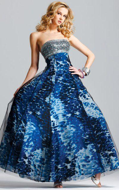 Naprawdę ciekawa sukienka, albo raczej suknia. Idealna na karnawał.