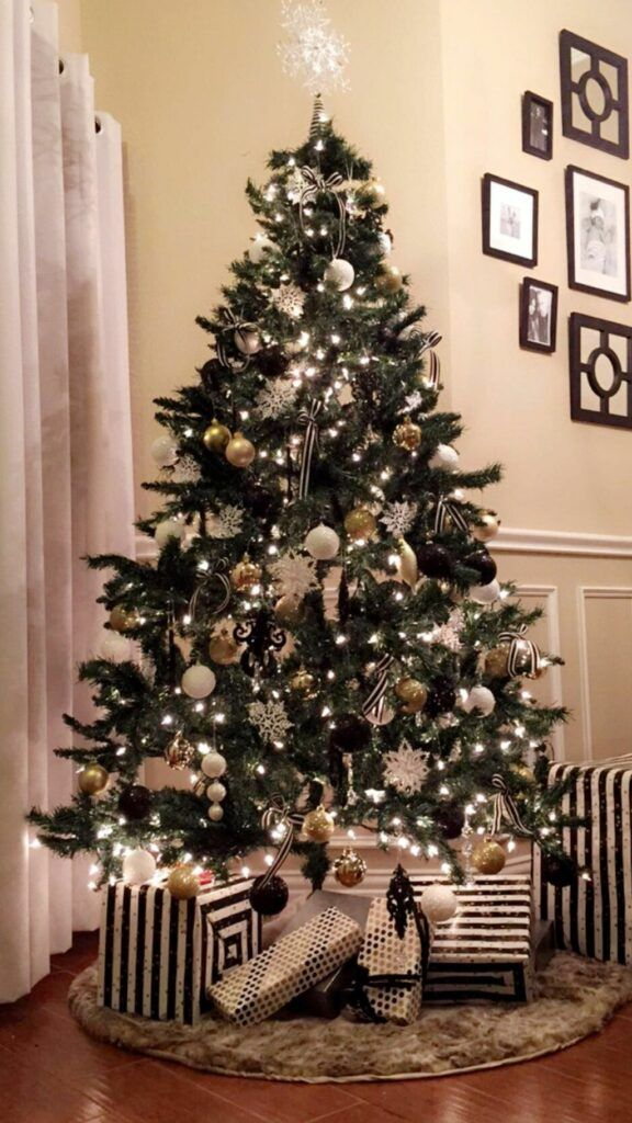60 Chic Christmas Tree Decorating Ideas That Will Bring Cheer Gold Christmas Decorations Black Christmas Tree Decorations White Christmas Tree Decorations