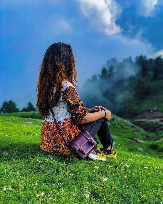 Looking To That Breathtaking View From Mushkpuri Top And Fantasizing Nature Nature Is The Heart Of E Photography Posing Guide Cute Photography Girl Photo Poses