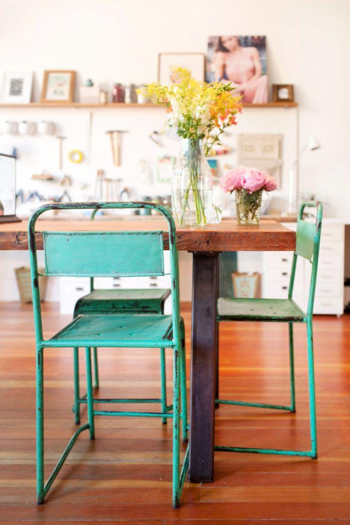 sillas verdes viejas