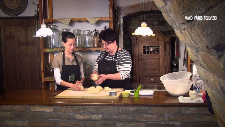 Limara, a híres gasztroblogger mutatja be lépésről lépésre, hogyan készíthetünk otthon finom húsvéti kalácsot. Jó étvágyat! Helyszín: Szent Gellért Borház és...