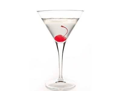 Saketini or Sake Martini is a classic vodka martini where dry vermouth is replaced by sake, a Japanese alcohol made from rice. Follow this recipe and discover how good saketini tastes.