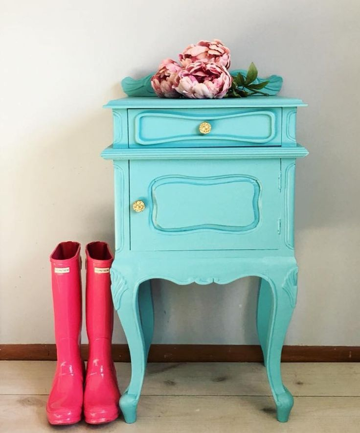 """""""Super CUTE custom piece for a special client that matches another piece that I did for her. Love how fun and cheerful this color is!"""" - Second Chance Studios  Second Chance Studios created this custom color mix by combining GF Patina Green, Halcyon Blue and Snow White Milk Paint."""