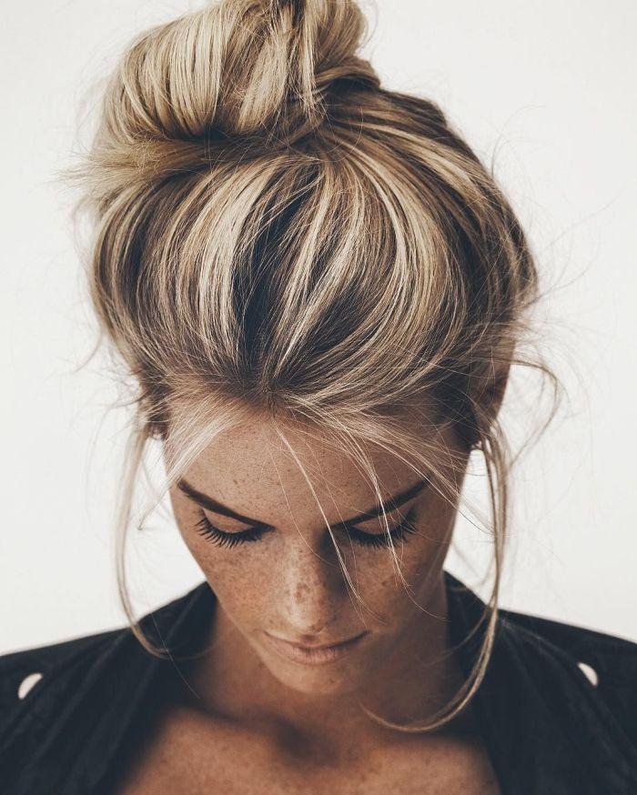Comment faire une coiffure facile cheveux mi-longs?   Coiffure facile, Chignon cheveux mi long ...