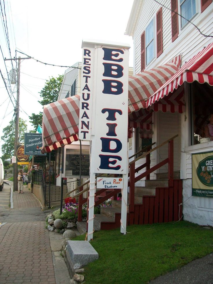BOOTHBAY, MAINE ==  Ebb Tide: Boothbay Harbor, Maine. Our favorite place to eat in Boothbay.  The locals all come in and the seafood is great.