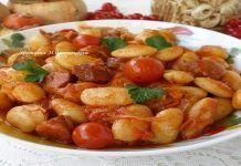 Белая фасоль в томатном соусе с «Охотничьими» колбасками.  Предлагаю приготовить вкусную и ароматную белую фасоль в томатном соусе.