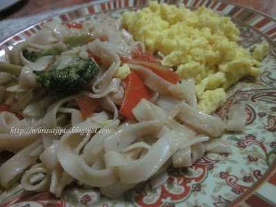Veggie Kwetiau with Scrambled Egg