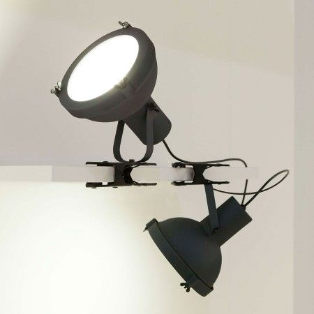 Projecteur 165 Clip – L'applique by Le Corbusier http://www.decotendency.com/lumiere/projecteur-165-clip-lapplique-by-le-corbusier-27425 #luminaire #deco #design