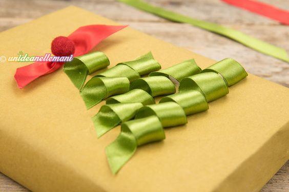 Devi incartare e personalizzare un pacco?Ecco come mettere un nastro su un pacchetto regalo in modo originale. Tutorial con foto e spiegazioni. Facile da fare.