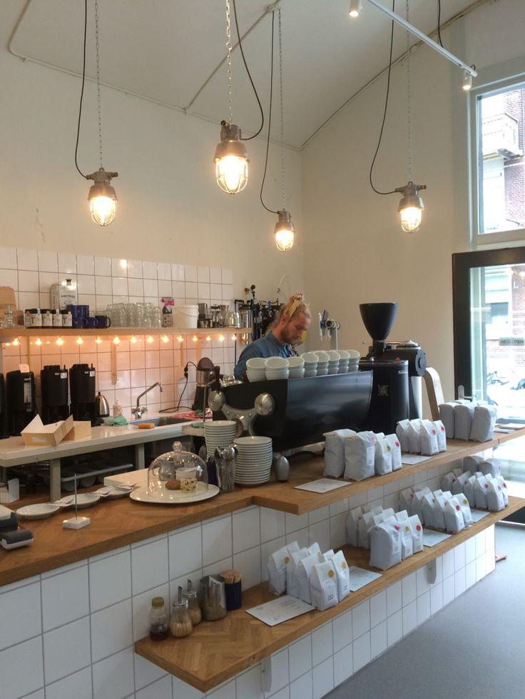 Man met bril koffie, café Rotterdam