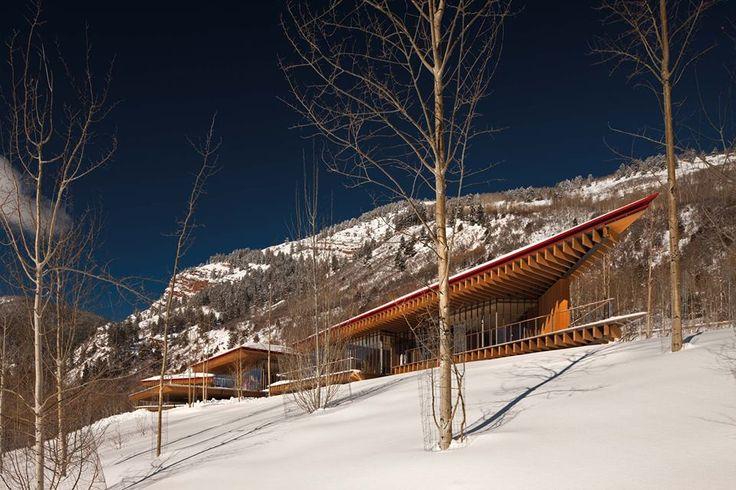 """Renzo Piano Building Workshop """"Mi piace"""" aggiunto alla Pagina · 1 minuto fa ·    Felice anno nuovo a tutti! Foto: casa privata nelle montagne rocciose del Colorado progettato da rpbw-© Nic lehoux"""