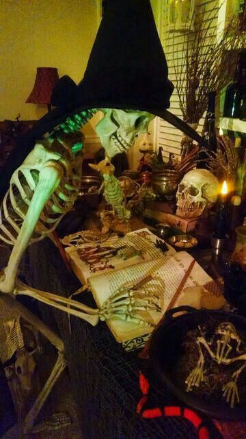 Gorgeous Skeleton home Haunt display for Halloween